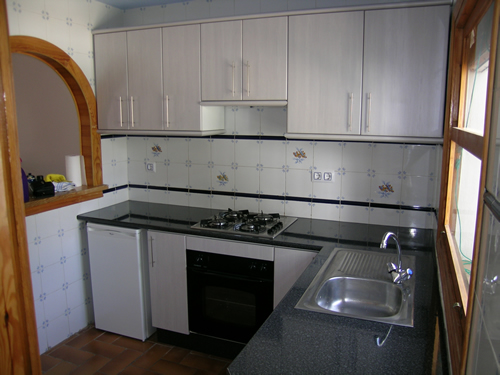 Formica kitchen cabinet doors pros and cons cabinet for Can you paint formica kitchen cabinets