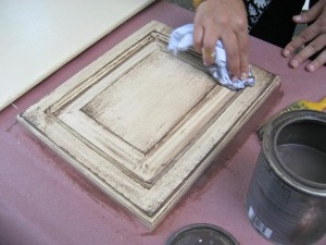 How to glaze a cabinet door
